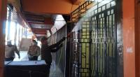 Dandim 0306/50 Kota Letkol Kav Ferry Lahe lakukan penyemprotan di Pasar Payakumbuh (Rovindo Maisya)