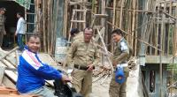 Tim Gakkumda Satpol PP melakukan operasi penertiban bangunan