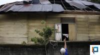 Kondisi salah satu rumah yang terkena dampak angin kencang di Kawasan Batang Arau