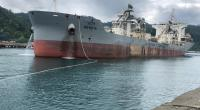 Kapal pengangkut semen yang di ekspor PT Semen Padang ke Sri Langka tengah bersandar di Pelabuhan Teluk Bayur Padang baru-baru ini.