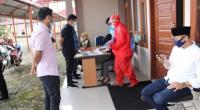 Ketua DPRD Solsel Zigo Rolanda, Wakil Ketua DPRD Armen Syahjohan menyaksikan pendaftaran pengambilan sampel swab di lembaga tersebut.