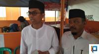 Calon Bupati dan Wakil Bupati Kabupaten Lima Puluh Kota, Maskar M. Dt. Pobo dan Masril usai menyerahkan syarat dukungan ke KPU, Kamis (20/2).