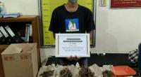 Tersangka BP beserta barang bukti di Mapolres Tanah Datar
