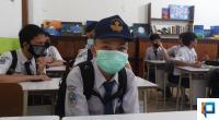 Seorang siswa di SMPN 1 Padang saat berada di sekolah