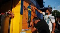 Warga berduka atas meninggalnya Maradona