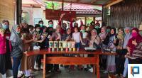 TCOSS Solsel Foto bersama usai Demo penyeduhan teh di Padang aro