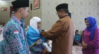 Bupati Solok H. Gusmal saat melepas Jamaah Calon Haji tahun 2019