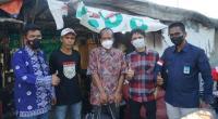 Tim Andre Rosiade mengantarkan Ujang (47) yang sempat ditemukan tidur di trotoar Jakarta ke Kota Padang, Sabtu (24/7).