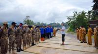 Wali Kota Payakumbuh, Riza Falepi memberikan arahan terhadap jajarannya di Kawasan Batang Agam, Senin (13/7).