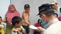 Nasrul Abit membagikan masyarakat kepada masyarakat di Kecamatan Talamau, Pasaman Barat