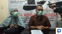 Alde Maulana didampingi Istri di Kantor LBH Padang