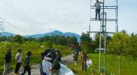 Penertiban APK menyalahi aturan oleh Tim Bawaslu dan Satpol PP kabupaten Solok