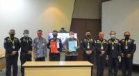 Kepala Departemen Komunikasi & Hukum Perusahaan PT Semen Padang Oktoweri (lima dari kiri) diabadikan bersama Tim dari Mabes Polri yang dipimpin oleh Kasubdiit Audit Ditpamobvit Kor Shabara Baharkam Polri yang melakukan supervisi pelaksanaan SMP di Semen Padang.