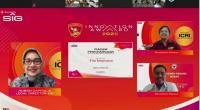 Direktur SDM dan Hukum SIG Tina T Kemala Intan menyerahkan penghargaan secara virtual kepada perwakilan tim inovasi yang sukses menjadi pemenang pada ajang SIG Innovation Award 2020, pada Kamis (26/11/2020).