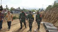 Tim Wasev meninjau kegiatan TMMD di Nagari Panyalaian, Kecamatan X Koto, Tanah Datar