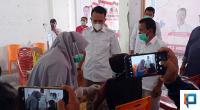 Vaksinasi massal di kantor DPC Lima Puluh Kota, Sabtu (16/10).