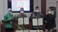 Wako Solok, H. Zul Elfian menandatangani nota kesepahaman dengan pihak Pegadaian di Kantor Balaikota Solok