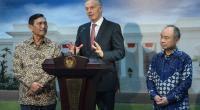 Tony Blair saat memberikan keterangan pada wartawan usai bertemu dengan Presiden Jokowi di Istana Merdeka, Provinsi DKI Jakarta, Jumat (28/2)