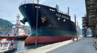 Kapal yang mengangkut semen untuk tujuan Australia, bersandar di Pelabuhan Teluk Bayur Padang pada Februari 2021 lalu.