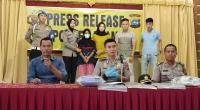 Kapolres Agam AKBP Dwi Nur Setiawan saat Press Release kasus istri bunuh suami