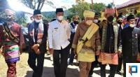 Wakil Bupati Pasaman Barat, Risnawanto saat menuju Istano Tuanku Bosa dengan Rajo Alam Pagaruyung dan Dipertuan Kinali Tuanku Mustika Yana