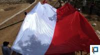 Ilustrasi Bendera Merah Putih Raksasa
