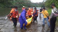 Evakuasi jenazah yang ditemukan di sungai