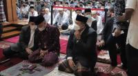 Wali Kota Solok, H. Zul Elfian ikut salat Idul Fitri di Masjid Agung Al Muhsinin, Kota Solok