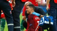 Christiano Ronaldo menangis karena tak mampu melanjutkan pertandingan.