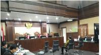 Eks Mensos Juliari P Batubara saat menjalani sidang dakwaan kasus suap bansos Corona di Pengadilan Tipikor Jakarta, Kamis (21/4/2021).