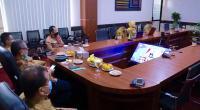 Wali Kota Payakumbuh menerima penghargaan WTP kelima secara beruntun melalui ideo conference di Aula Randang Lt.II Balai Kota Payakumbuh, Selasa (22/09).