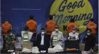 Penyidik KPK menunjukkan barang bukti saat menggelar konferensi pers terkait penahanan Menteri Kelautan dan Perikanan Edhy Prabowo di Gedung KPK, Jakarta, Rabu (25/11/2020).