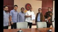 Andre Rosiade (tiga dari kanan) bersama Federasi Serikat Pekerja Industri Semen Indonesia (FSP-ISI)saat melaporkan dugaan praktik predatory pricing (jual rugi) ke KPPU pada 2019 lalu.