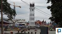 Gedung Pasa Ateh Bukittinggi yang tgampak di belakang Jam Gadang