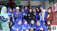 Syafruddin foto bersama dengan rombongan jemaah umrah dan Korwil S3 Bukittinggi-Agam