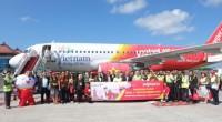 Foto bersama disela-sela acara seremonial penerbangan perdana