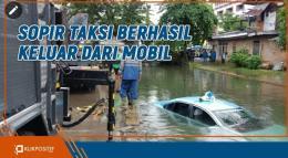 Taksi Terperosok Masuk Banda Bakali di Padang karena Jalan Tertutup Air